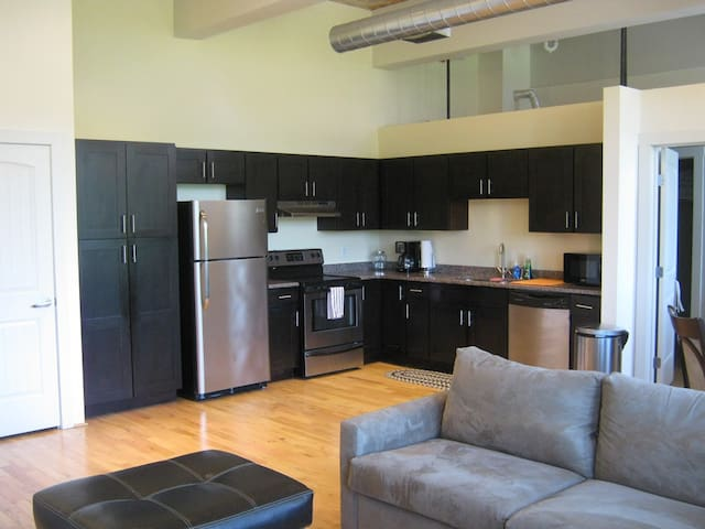 Airy Historic Loft 2bed/2bath - North Providence