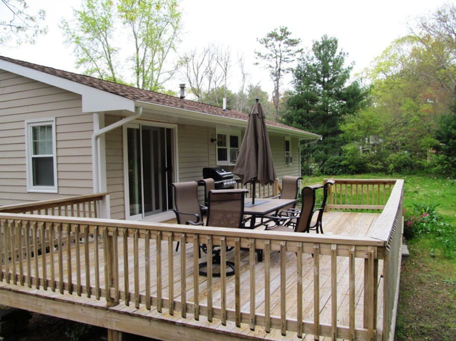 Outdoor deck with gas grill