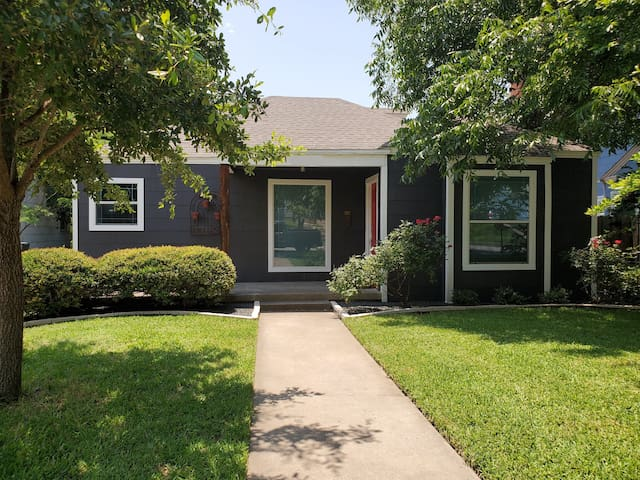 Panther City Cottage - Near Dickies Arena and TCU