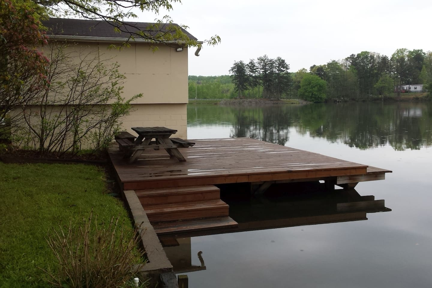 Lake cabin in sc mountains cabins for rent in mountain rest south large fixed dock not floating with wide easy entry into the lake disclaimer publicscrutiny Images