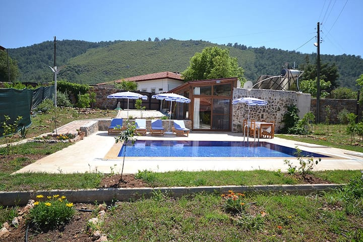 Charminggreek holiday house luwi