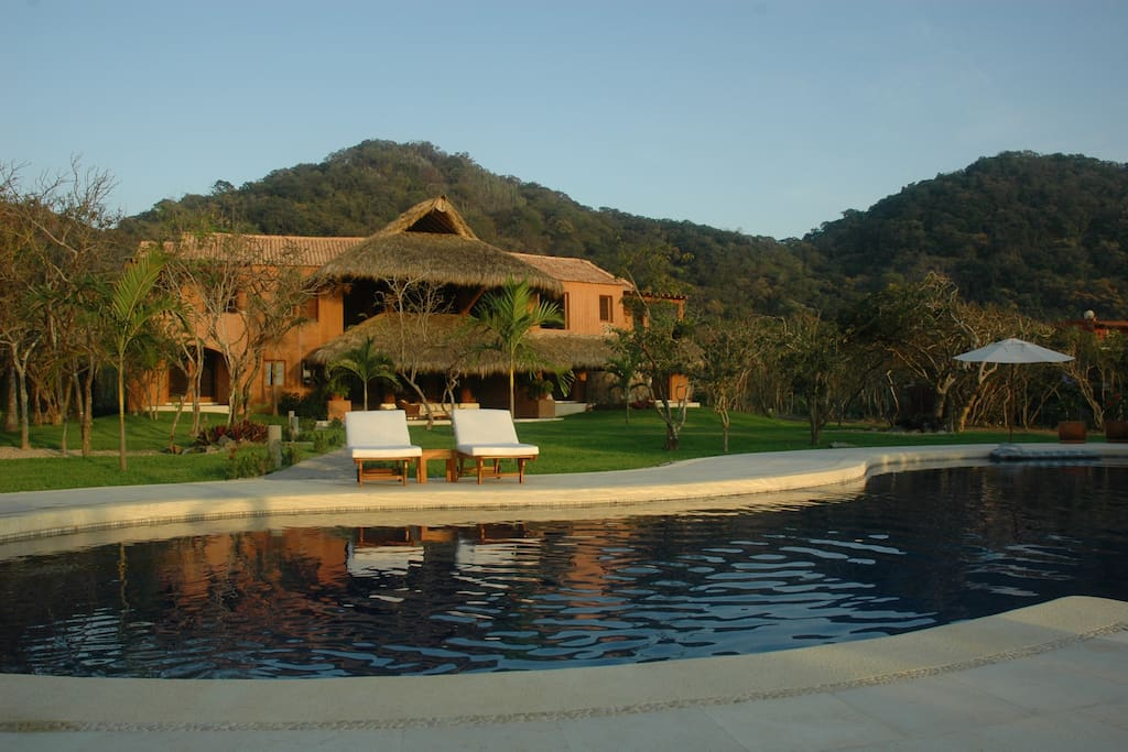La mariposa luxury beachfront villa villas for rent in for Villas las mariposas