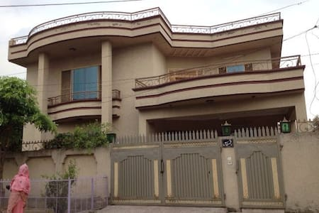 3 bed fully furnished ground floor holiday home - Rawalpindi - Haus
