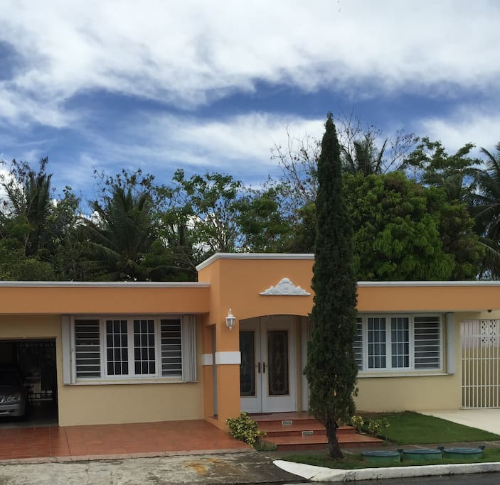 Houses For Rent: Oversized Studio Close To Beach