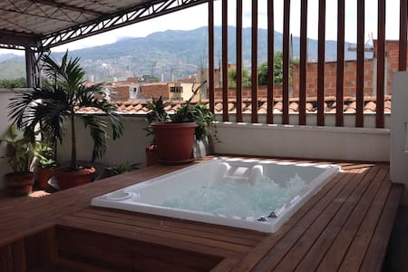 ROOFTOP JACUZZI MEDELLIN APARTMENT - เมเดลลิน