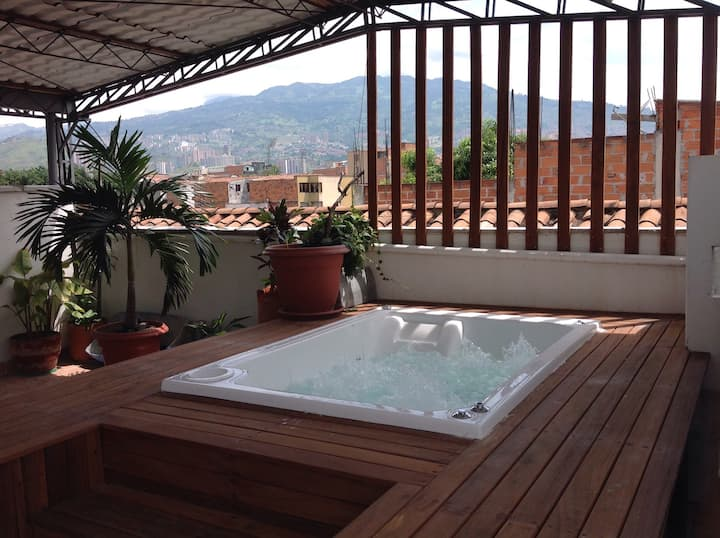 ROOFTOP JACUZZI MEDELLIN APARTMENT