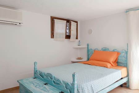 Independent charming turquoise room - Porto San Paolo - Villa