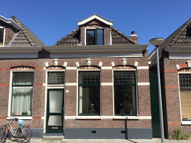 Historic, lovely and light house in centre. - Groningen - House