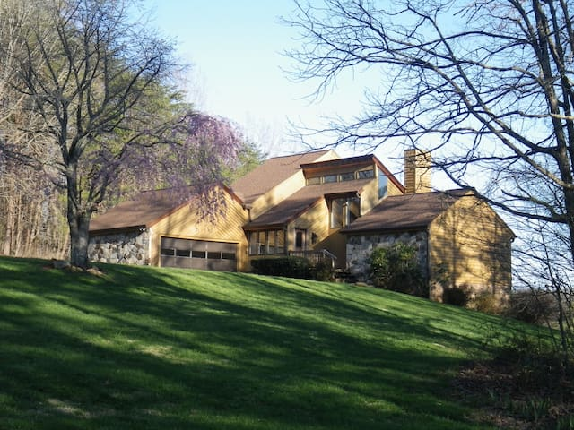 2,700 Square Foot River Retreat - Mt Airy