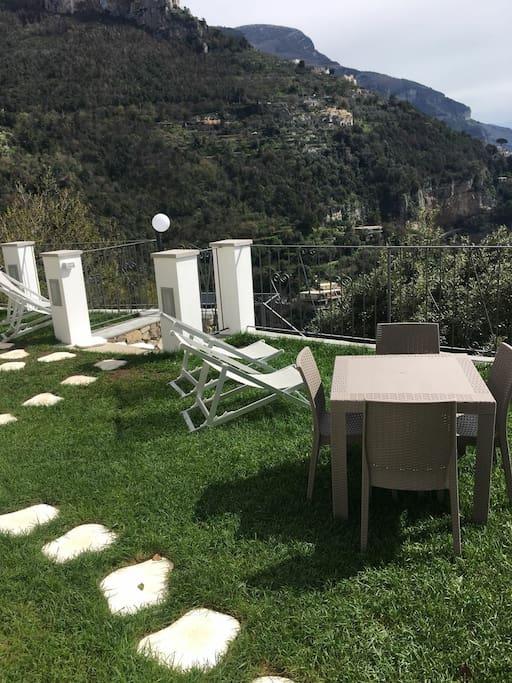 Giardino - terrazzo della stanza ROBERTA