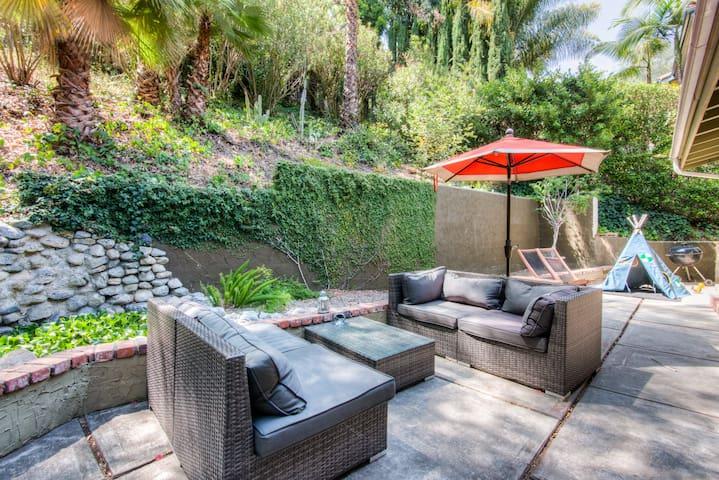 Hollywood Hills Lake House Escape