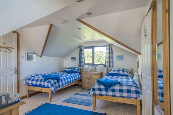 Lovely airy room close to Marazion - Marazion - Rumah
