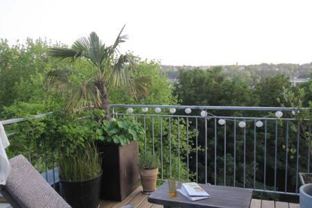 comfortable charming Penthouse - Aachen - Apartemen