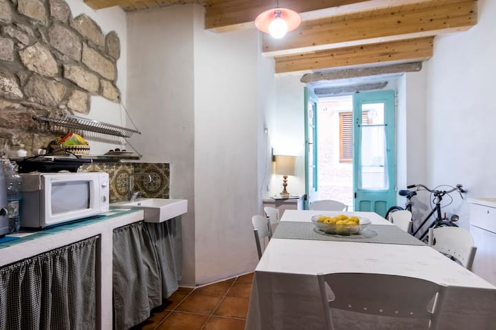 B&B Carruggetto  monolocale Blu - Carloforte - Bed & Breakfast