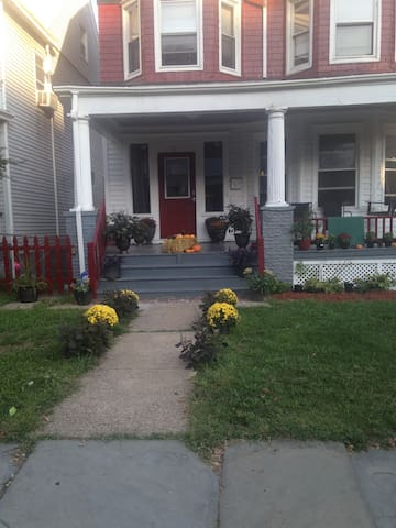 Cozy Colonial only minutes to NYC - East Orange - Hus