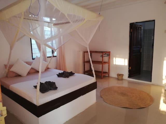 Double Room Ndovu-2 min to the Beach