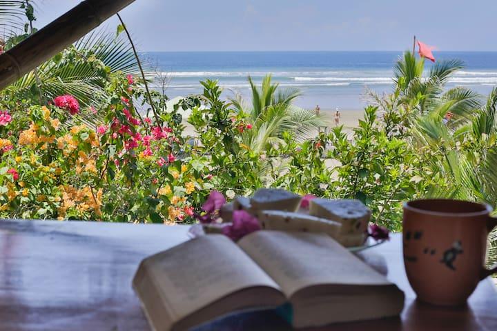 Beach-Front Private Room w/ Free Yoga (Balsa)