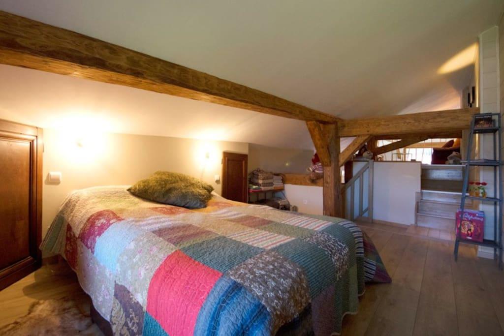 Chambre spacieuse sur un demi-étage, lit double 160 ou lits séparés 80