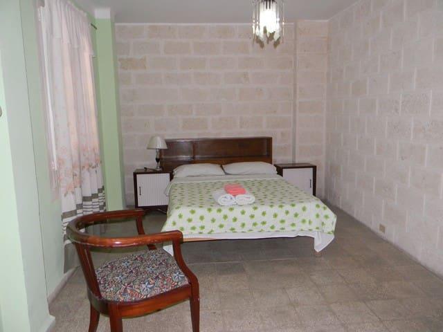 Colonial Guest House B&B in Vedado.