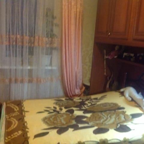 Комната 2 в центре в частном доме - Velikiy Novgorod - Casa