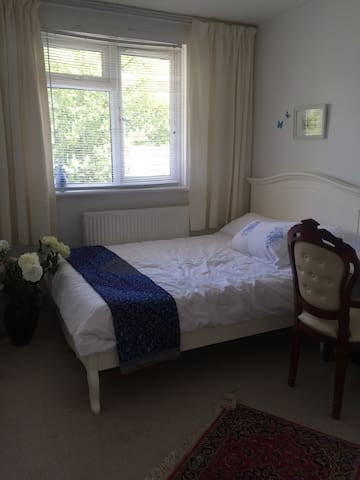 Close to Olympia central London with free car park