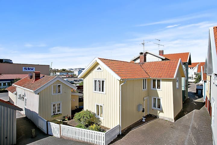Lägenhet 1 i Kaptenshus i Gamlestan - Lysekil - Appartement