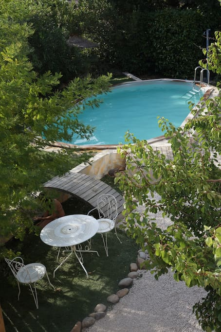 Haut de villa avec piscine priv e maisons louer six for Horaire piscine six fours