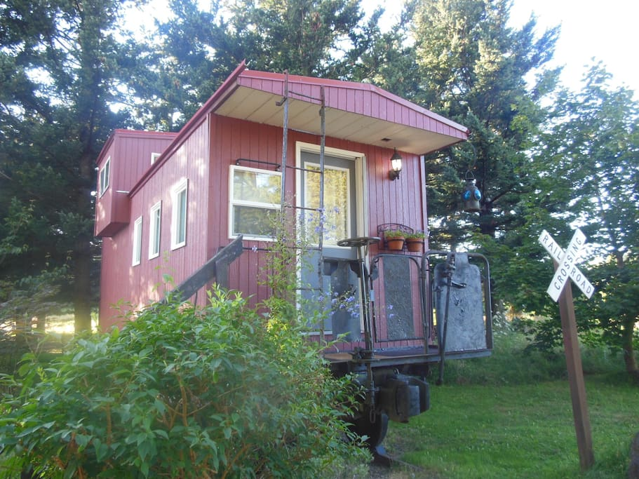 Front view of caboose, good spot for a photo shoot