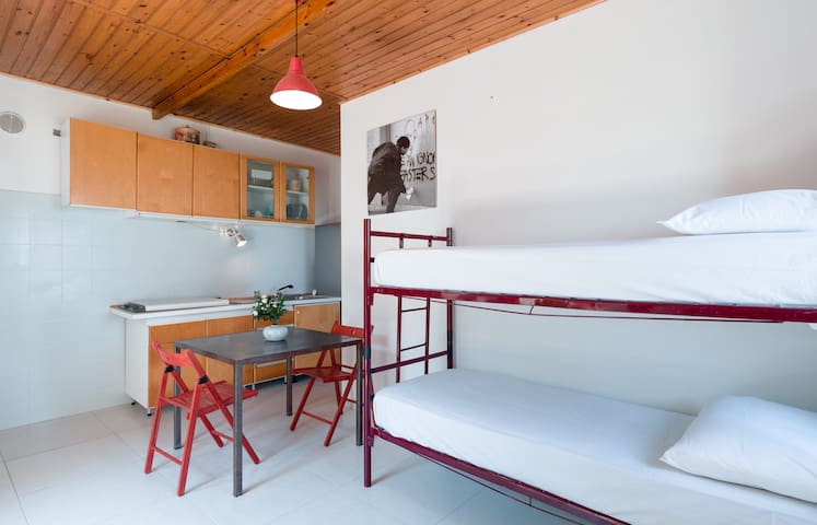 Tavullia - cozy two-room apartment  - Monteluro - Hus