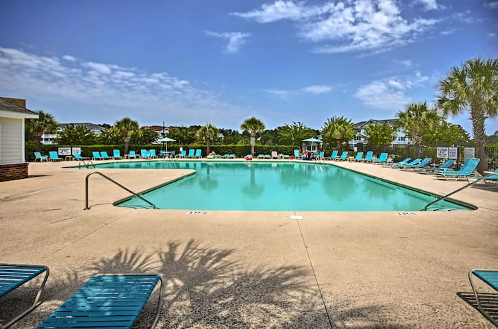 This condo provides access to the ionized pool, tennis courts and marina.