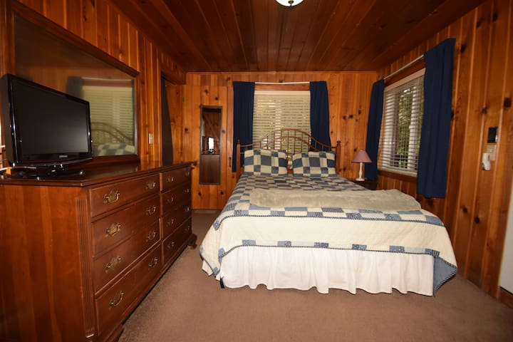 Bedroom 1: Queen bed. I like this room best, but one of the doors goes to the kitchen so you'll hear those early risers and you access the fourth loft bedroom from this room. If you have kids you might want to stay here. This room also has a door to get o
