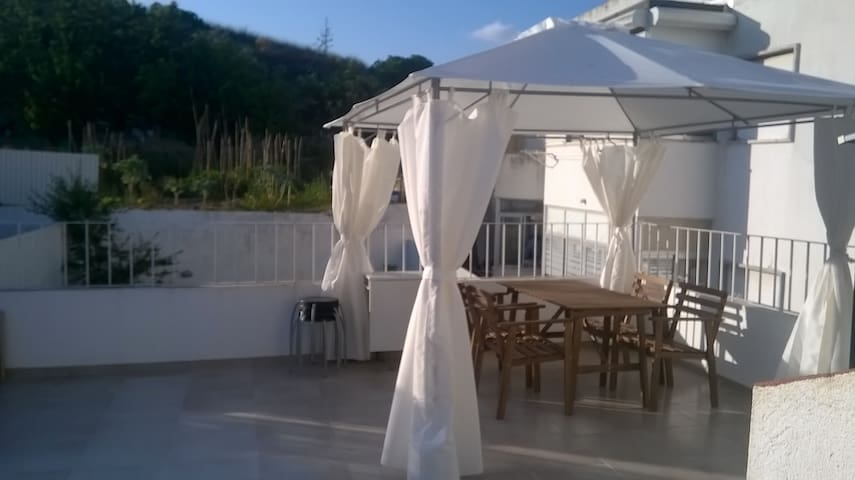 Apartment with Terrace near Lisbon - Almada - Huoneisto