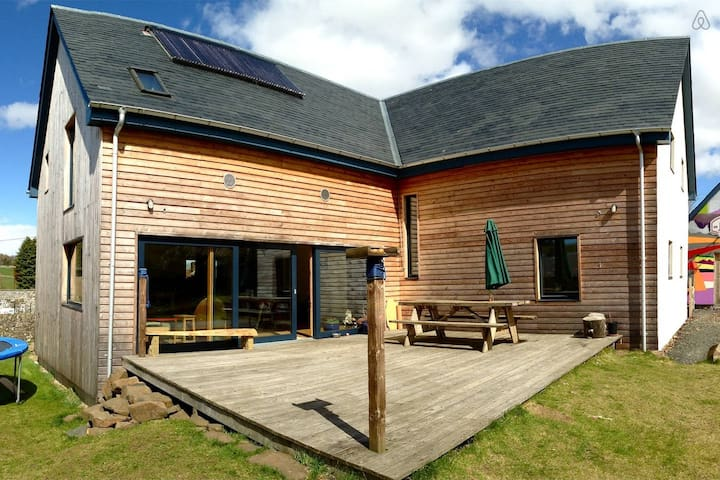Cosy family Eco House in Rural Village Setting - Cupar - Casa