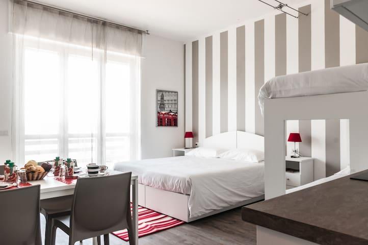 (4) In mezzo ai 7 Laghi - Malpensa - Mornago - Bed & Breakfast