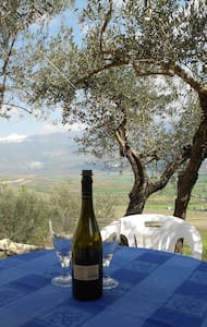 Nature, Culture, Gastronomy and amazing views. - Capestrano - House