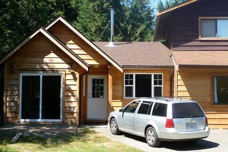 Cedar home on wine trail: Cowichan - Mill Bay