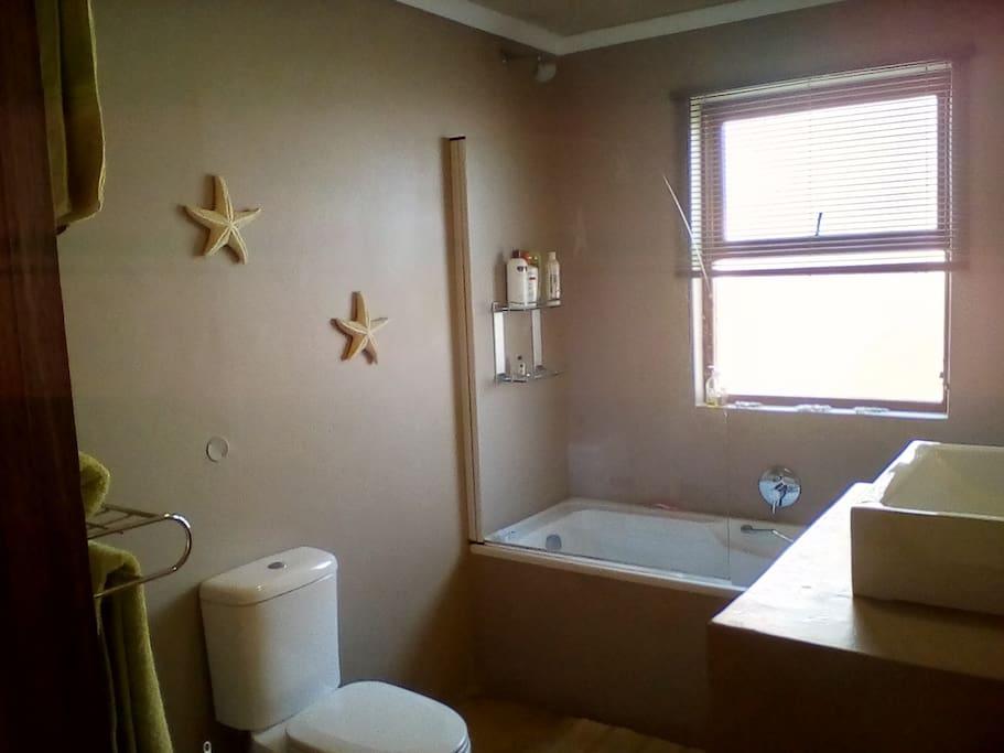 Full en-suit Bathroom