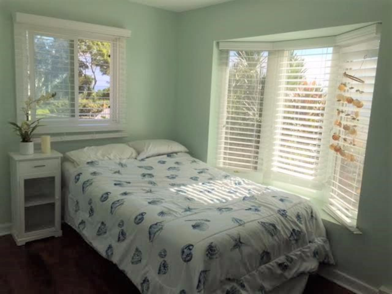 Bright and airy  with lots of natural lighting private bedroom with your own private bathroom.