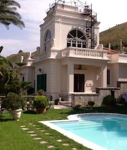Villa DECÓ fronte mar tirreno - Messina - Huvila