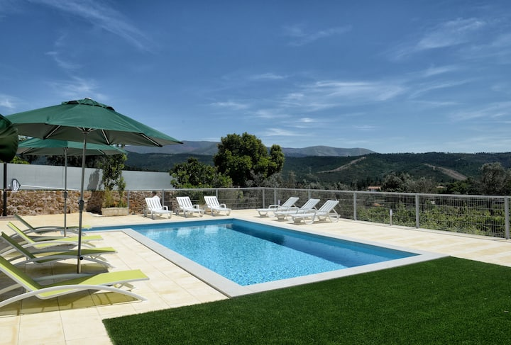 Holiday home for 14 persons with private pool