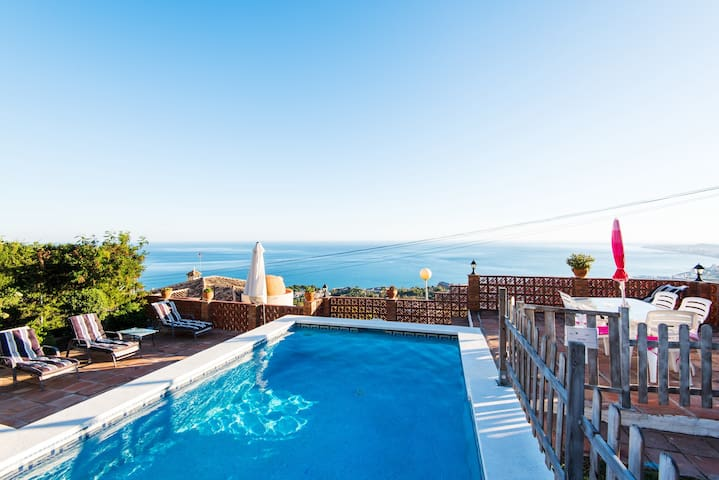 Beautiful Villa La Tuna with Sea View, Wi-Fi, Garden, Balcony, Terrace & Pool; Parking Available