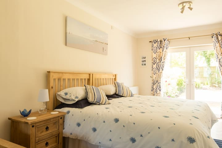 Lovely room a few minutes from M5 - Gloucester - Casa