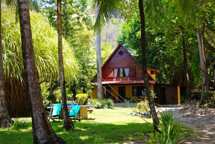 Costa Rica Family Beach Front House - montezuma center - Huis