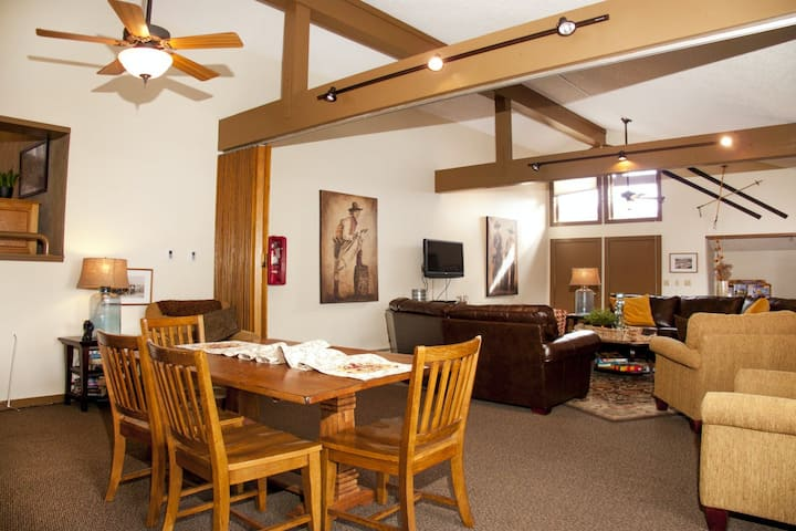 Large condo w/ shared heated pool, hot tubs, clubhouse, sauna, & winter shuttle