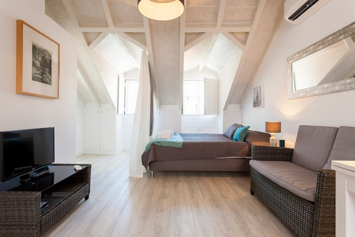 LOFT IN MADRAGOA
