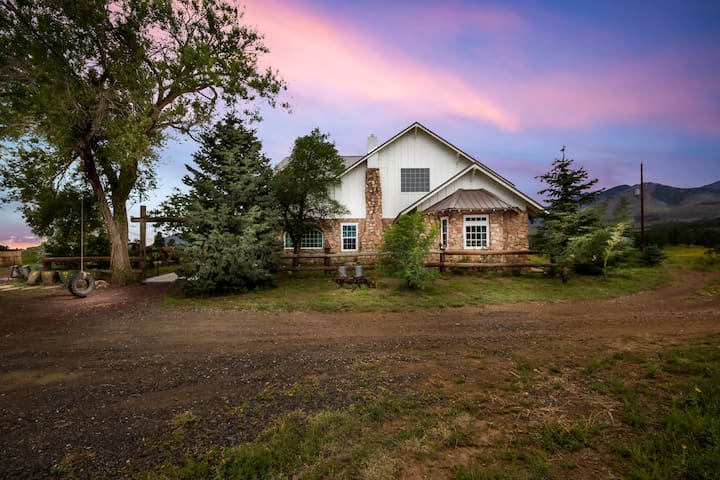 Front of house that sits on 25 acres!