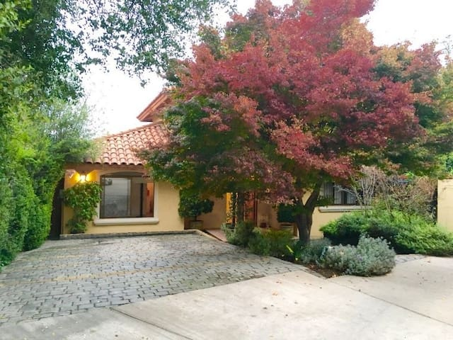 Beautiful & Comfortable Home at Exclusive Location - Lo Barnechea - House