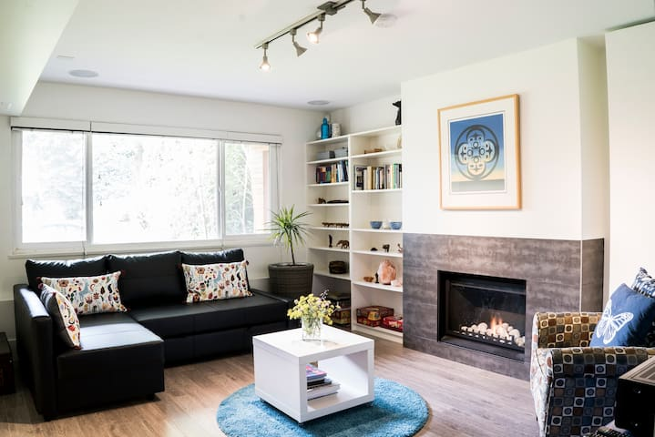 Big and Bright and Beautiful -1 Bdrm off Main St