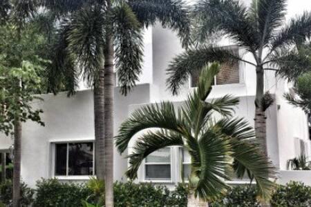 Luxurious Three Quarters Estate - West Palm Beach - Villa