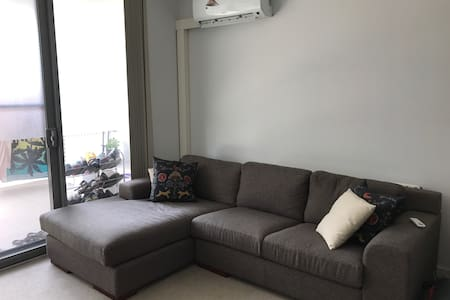 New apartment with backyard, pool, gym and carpark - Turrella